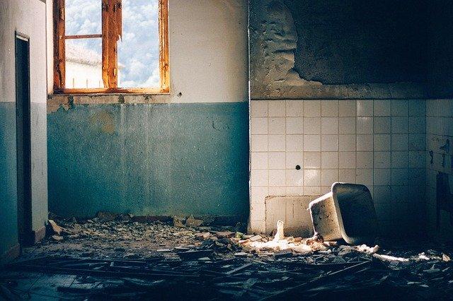 oud vervuild huis
